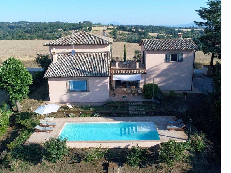 La Macchietta ist eine schöne Villa mit Privatpool und Garten in ruhiger Panoram, casa vacanza a Lubriano