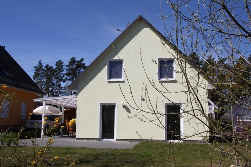 Modernes Ferienhaus mit AuЯensauna, Sonnenterrasse am See in Roebel, holiday rental in Gotthun