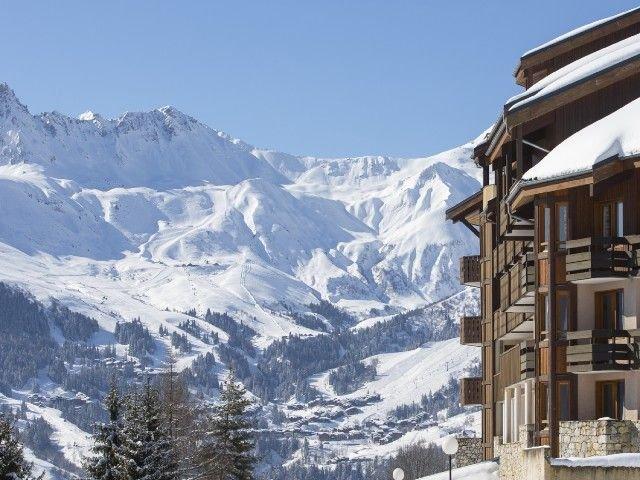 Retour skieur et parking au pied des pistes Valmorel vue 180, holiday rental in Doucy