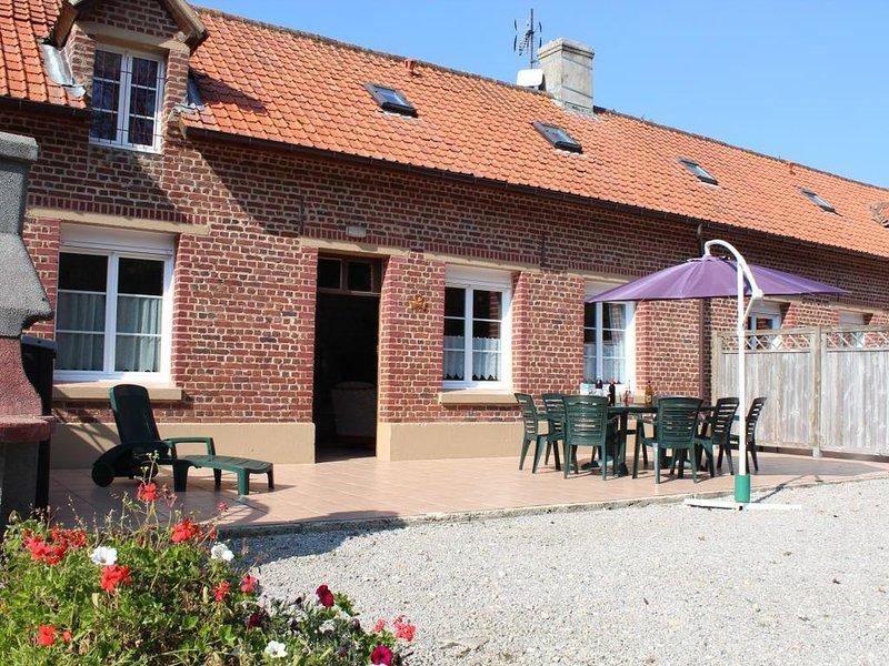 Hubersent : à 15 km de la mer à proximité de Montreuil sur Mer maison 8 personne, holiday rental in Bezinghem