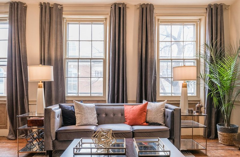 Historic Apartment in Old Town Alexandria - 2 BR / 1 BA, holiday rental in Alexandria