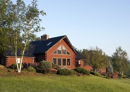 Year round vacation resort at 'The Brown House' with indoor pool and hot tub, location de vacances à Forksville