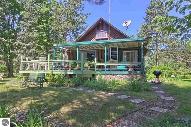 NORTHERN MICHIGAN LOG CABIN 'ON CRAVEN POND'  IN BELLAIRE near TORCH LAKE, location de vacances à Bellaire