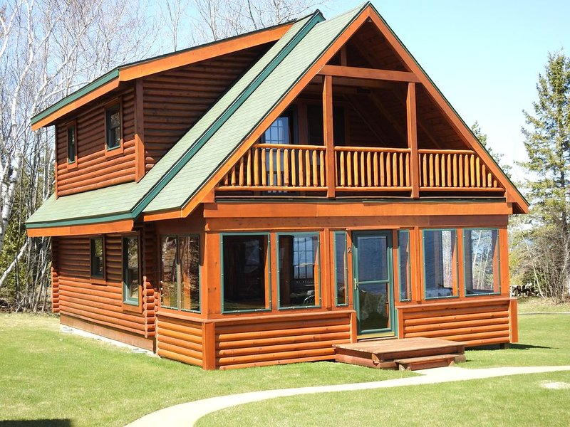 LOG CABIN ON LAKE HURON Centered Between Mackinaw City and Cheboygan, holiday rental in Cheboygan County