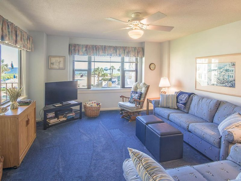 Look out over the main pool to the ocean beyond! Enjoy great amenities!, alquiler vacacional en Indian Beach