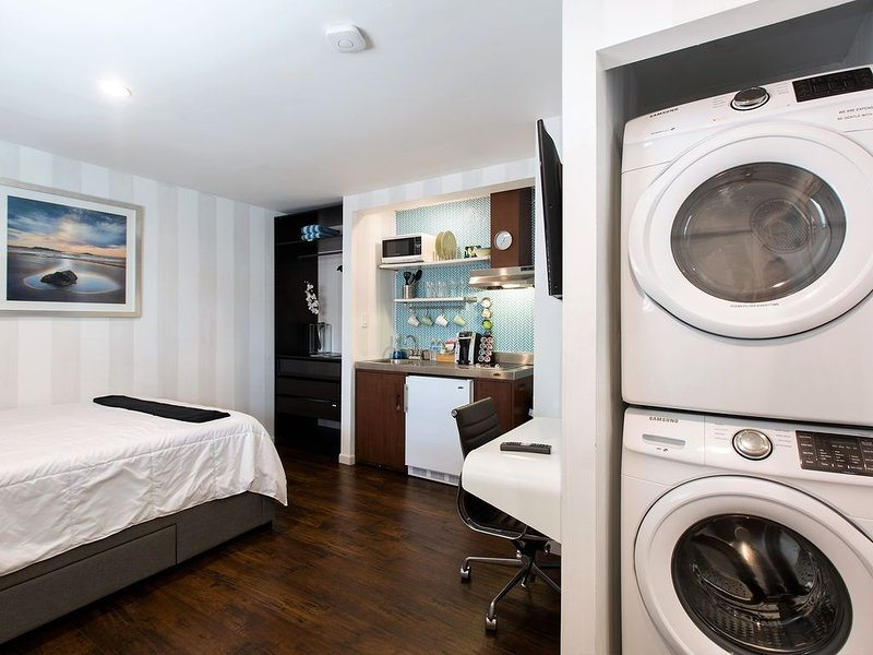 New Studio with Pool and Laundry, holiday rental in North Lauderdale