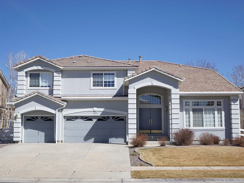 Spacious 4BR Home Conveniently Located Between Denver & Boulder, vacation rental in Westminster