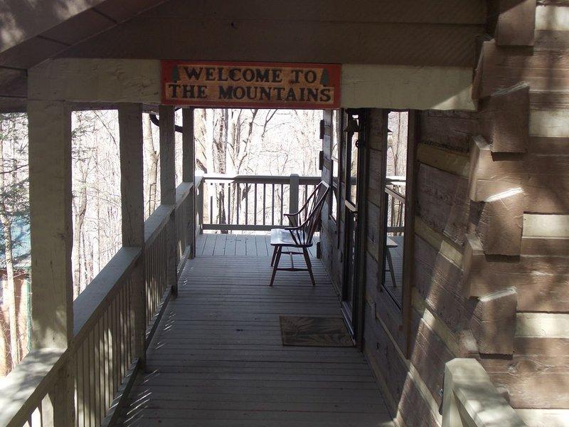 Enjoy the Mountains at Dancing Bear Cabin, alquiler vacacional en Mountain City