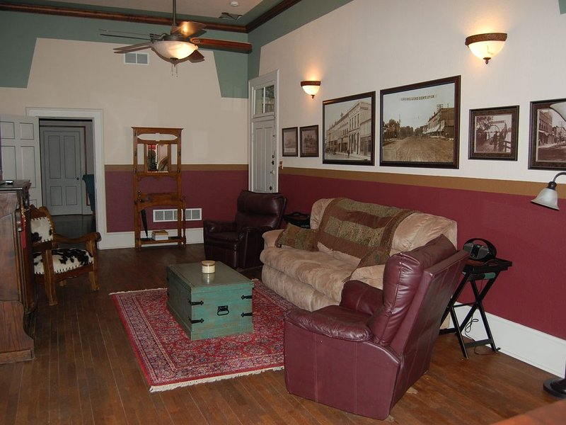 Stylish Wamego Apartment!, holiday rental in Maple Hill