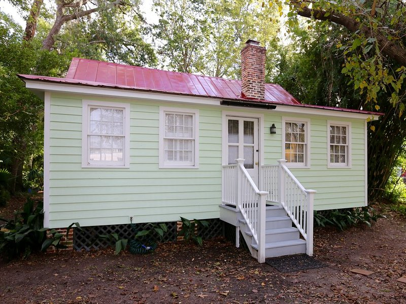 QUAINT COTTAGE IN HISTORIC OLD POINT   Beaufort, S.C., location de vacances à Lady's Island