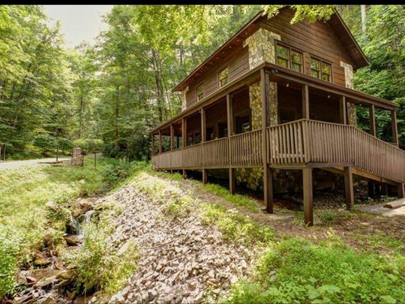 Running Branch Lodge (cabin) Nantahala,rafting,zipline,Wifi, dtv, firepit,stream, holiday rental in Topton