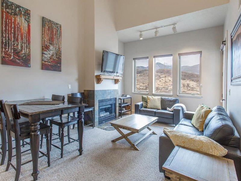 Renovated Top Floor 1BR + Loft 2 Full Bath Condo Sleeps 5 in Beds A/C, holiday rental in Echo
