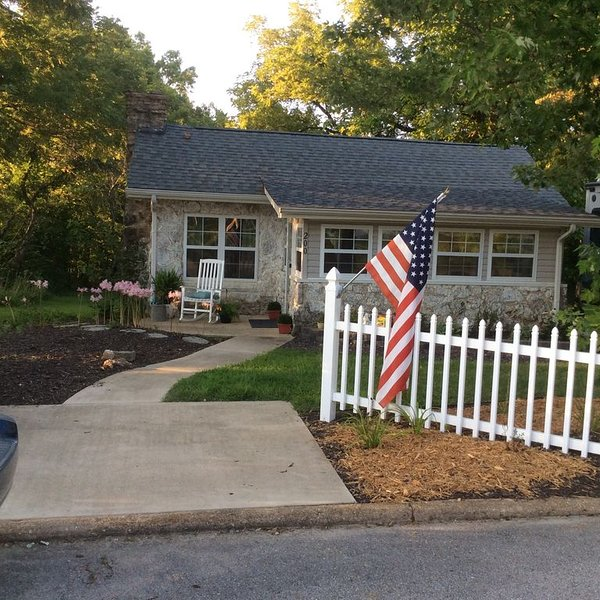 The Rock House - Vacation Rental in Salem Missouri, holiday rental in Cook Station