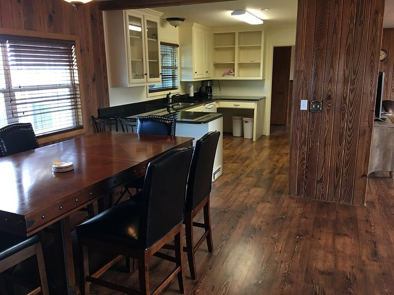 Crooked Creek Ranch Gate House, holiday rental in Hamilton