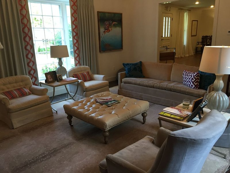 Beautiful Home 3 BLOCKS from the Historic, Oxford Square, holiday rental in University