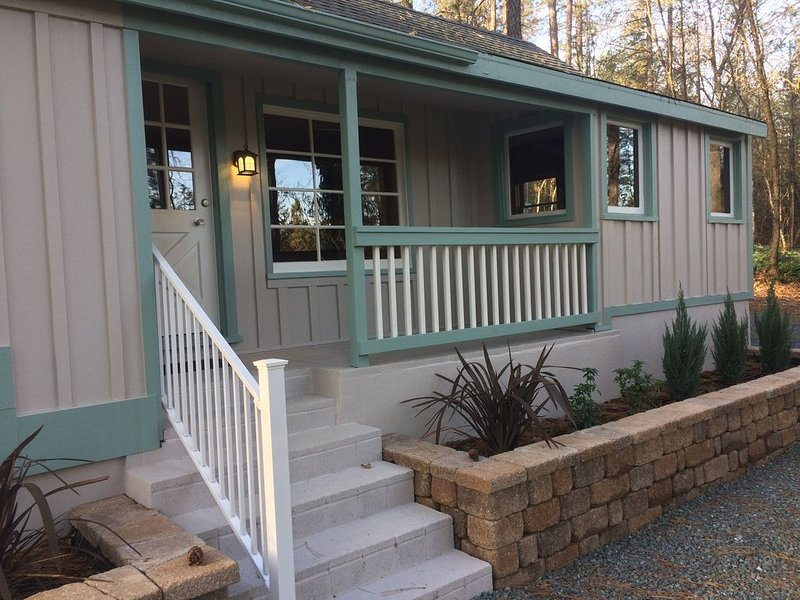Squirrel's Nest West in private Gold Country location, location de vacances à Placer County