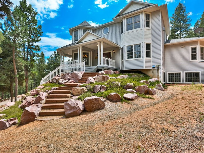 NEW PROPERTY! Modern Victorian, 3 Private Acres of Total Colorado Seclusion, aluguéis de temporada em Woodland Park