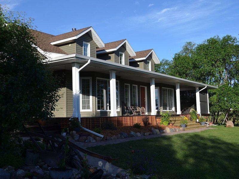 ☀️Central to Waterton & Glacier National Parks - Country Living - at it's best, vacation rental in Cardston