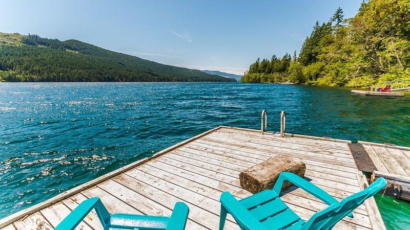 Resting Canoe Lakehouse, holiday rental in Honeymoon Bay