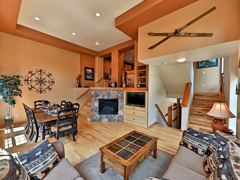 Fantastic townhouse in the heart of Downtown. Best in Red Quill Village, vacation rental in Winter Park