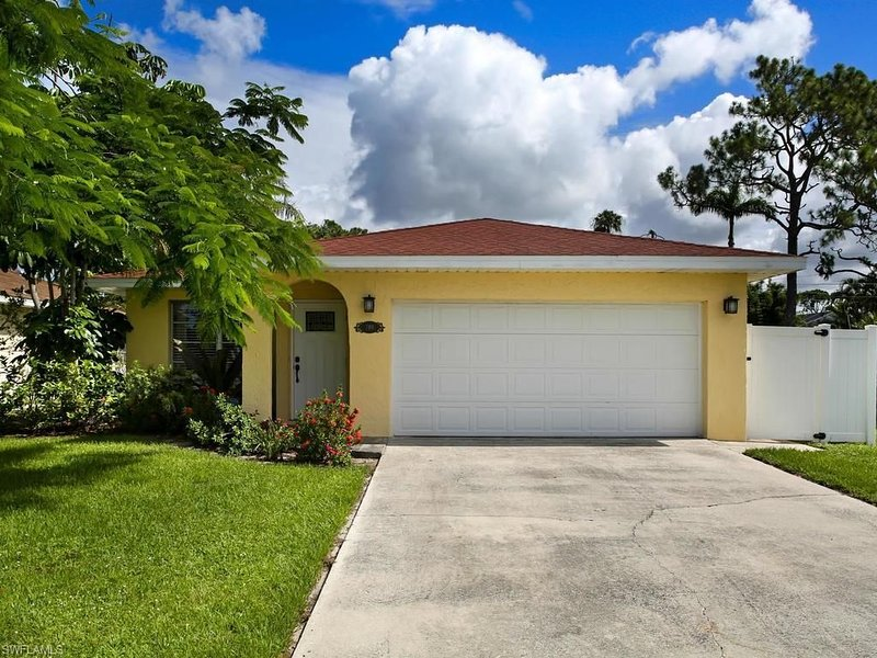 COASTAL VIBES in  Naples, Florida..., holiday rental in North Naples