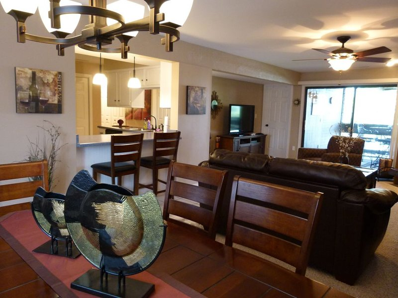 Lakeview condo, Quite vacation place, Lots of activities, Slip included!, casa vacanza a Osage Beach