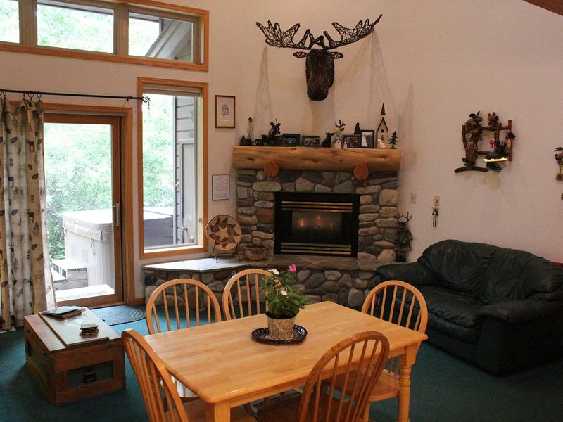 'Moose Hollow' at Red Lodge Mountain Country Club Estates (Creekside Unit# 6C), vacation rental in Red Lodge