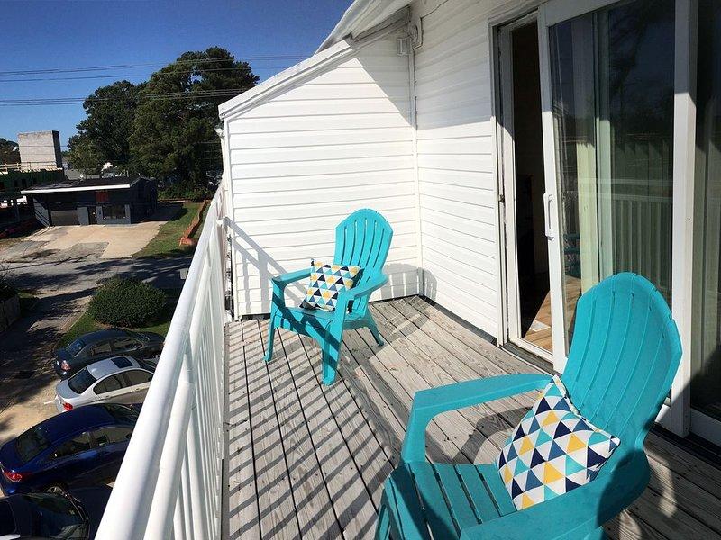 2 bed, 2.5 bath condo, Sleeps 6.  3 blocks to the beach, alquiler de vacaciones en Virginia Beach