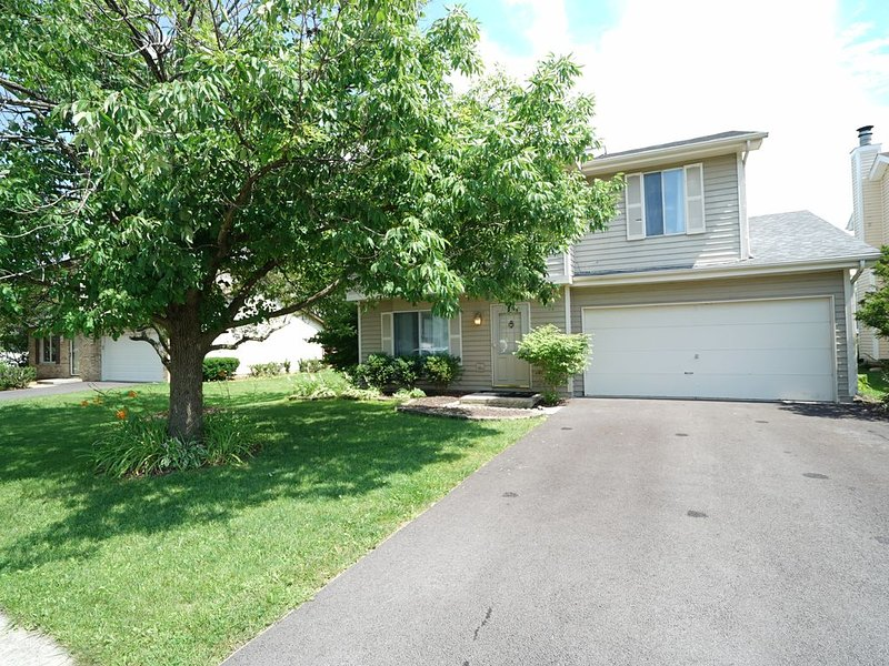 Ideal Naperville Neighborhood Getaway, holiday rental in Downers Grove