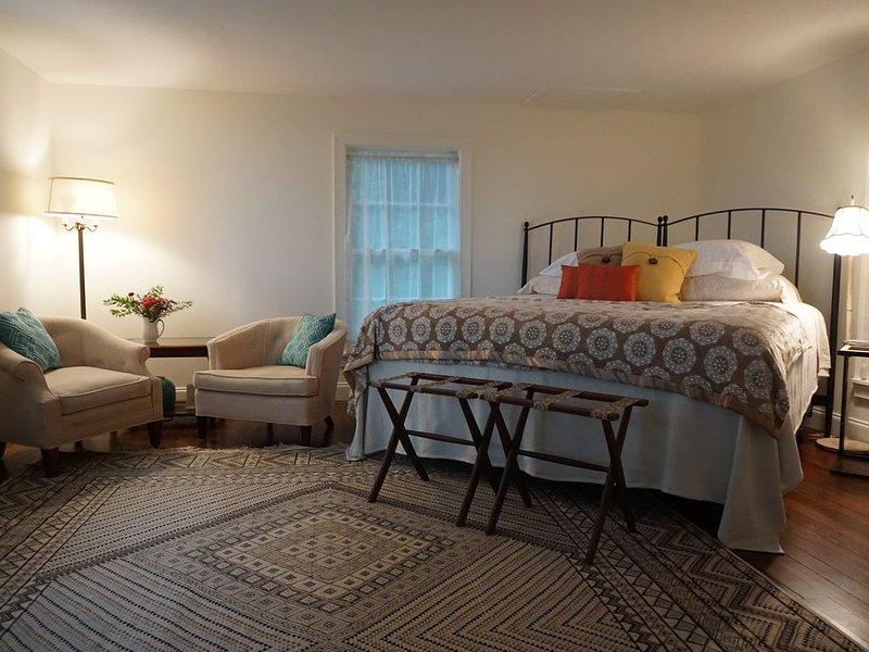 King size-säng med sittgrupp