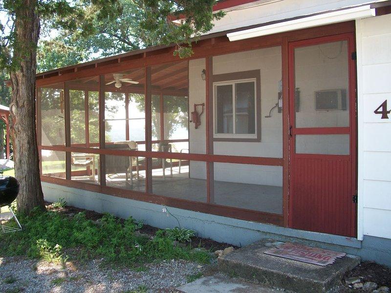 Clean, family-friendly Arkansas Ozark Mountain cabin on beautiful Lake Norfork, vacation rental in Henderson