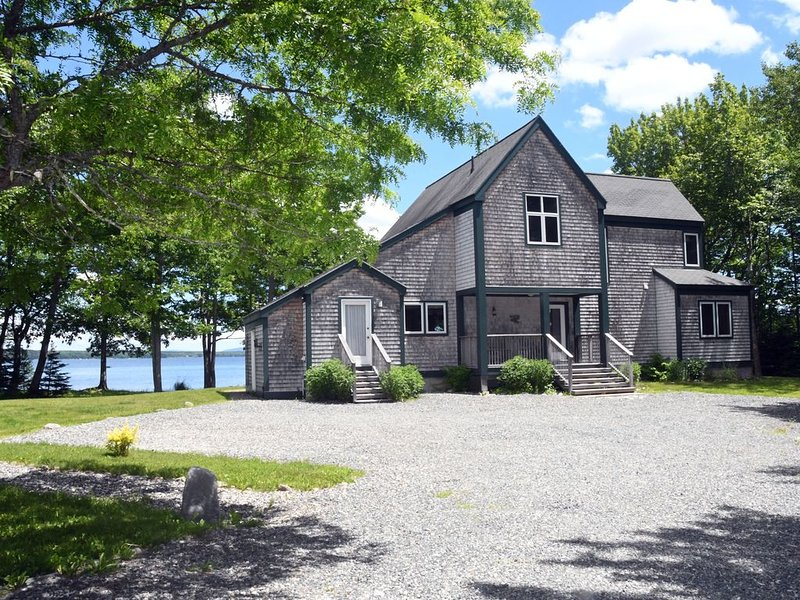 Eggemoggin Reach Oceanfront Contemporary Home With Mooring, vacation rental in Deer Isle