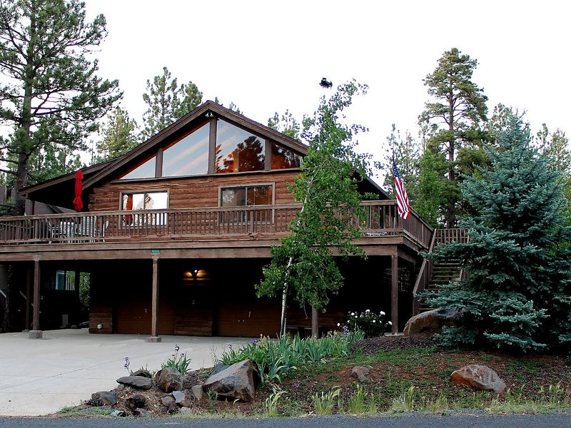 Relaxing Log Cabin Retreat in the Pines, holiday rental in Munds Park