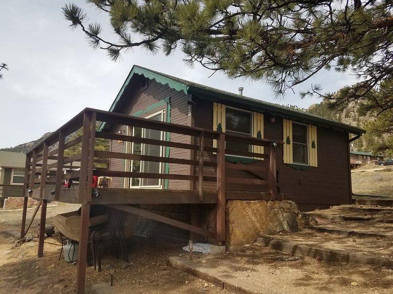Cozy Estes Park Cabin With Extraordinary Views; Steps from RMNP, vacation rental in Estes Park