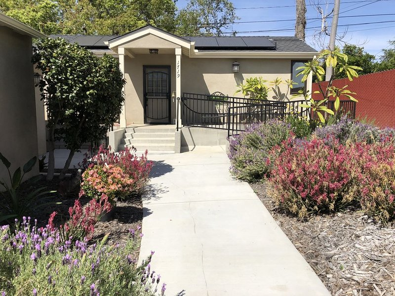 Pasadena/Altadena Private Guest House, vacation rental in Altadena