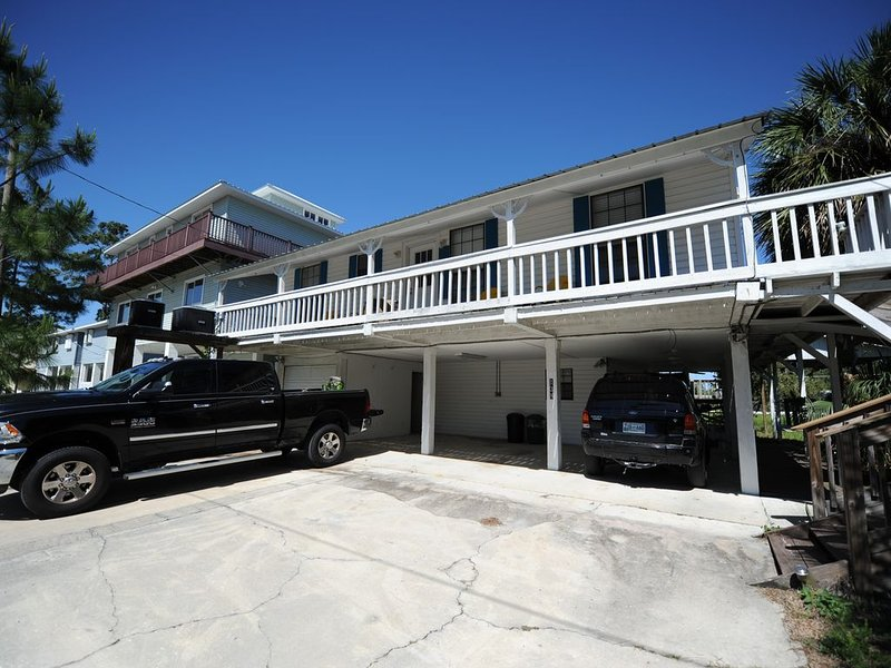 Beautiful Sunsets-Upstairs Unit.Enjoy The Natural Beauty Of Old Florida, holiday rental in Suwannee