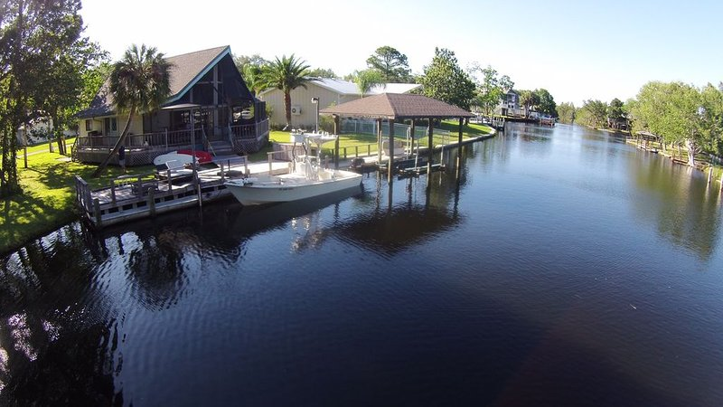 Homosassa Cabin,Deep Water, Prime Location For Scalloping, Sleeps 8, 35ft dock, holiday rental in Homosassa