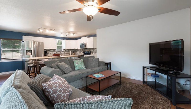 The Abbey Rose: Close to lake, Downtown, shopping & Dinning, holiday rental in Dalton Gardens