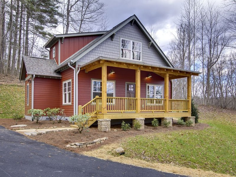 Fabulous Cottage Close to Downtown Brevard, Pisgah and Dupont Forests, holiday rental in Pisgah Forest
