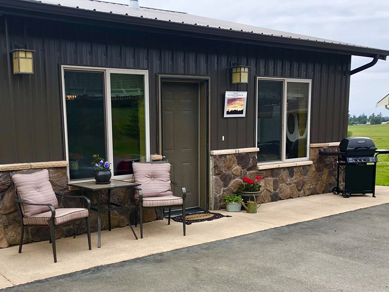 Cozy Country Bungalow - Beautiful Setting Close to Town!, vacation rental in Oak Harbor