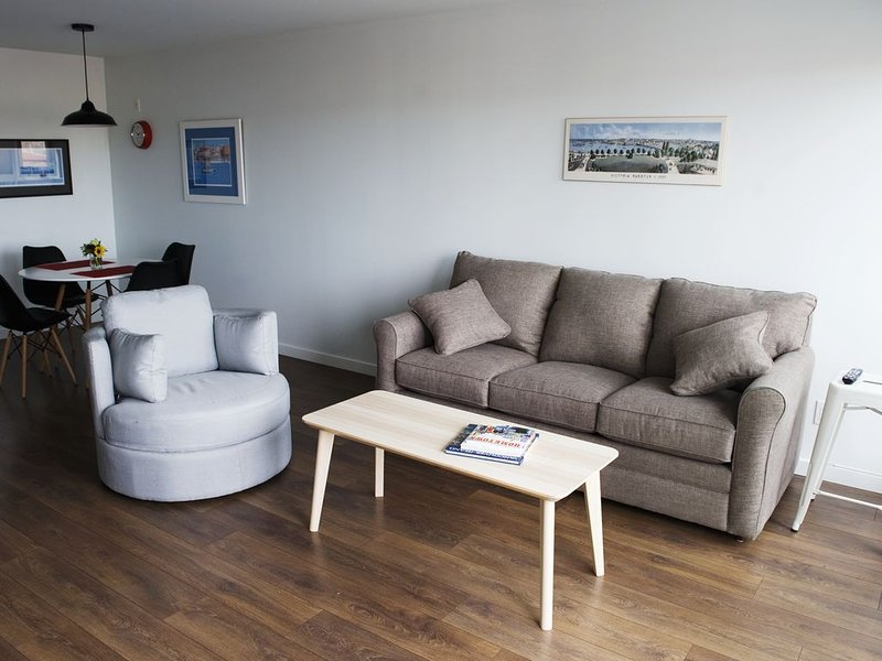 1 bedroom Condo -4th floor Union building.   Parking Included. – semesterbostad i Victoria
