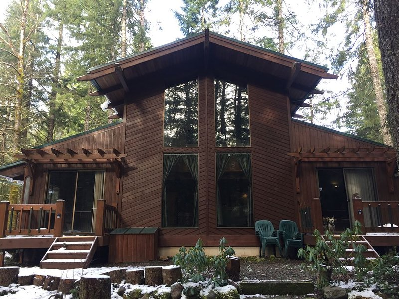 Mt. Hood Retreat on the Sandy River next to Resort, location de vacances à Rhododendron