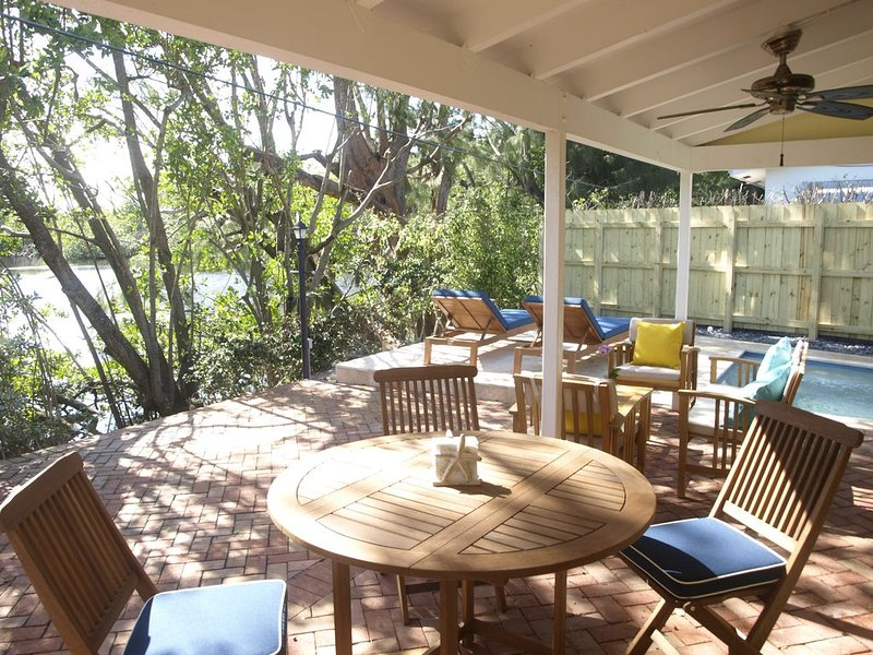2Bdrm/1Bath Waterfront. Wilton Manors. Private Pool, Parking, holiday rental in Wilton Manors