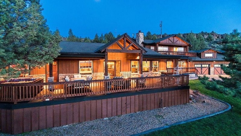 4 BR, 3 Bth, No. Bend Country, Lodge Home Retreat, Peaceful 9 ac., 9 Mt View, holiday rental in Crooked River Ranch