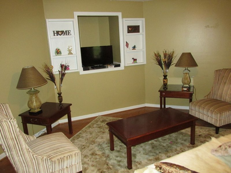 Home With View of Columbia Cityscape, holiday rental in Gaston