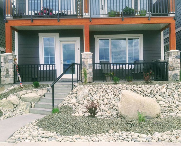 Beautiful new 2 bedroom suite. Mountain view , amazing sunsets ., vacation rental in Penticton