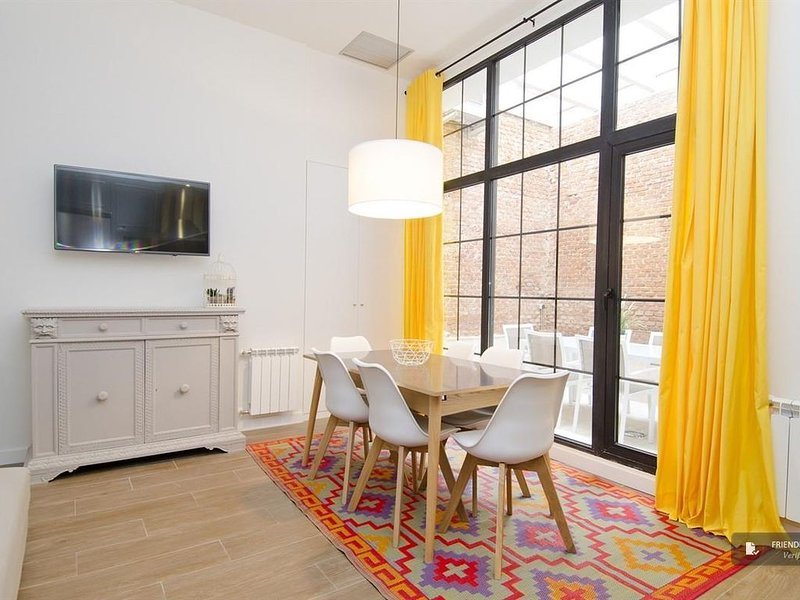 This apartment is in the popular La Latina neighbourhood.