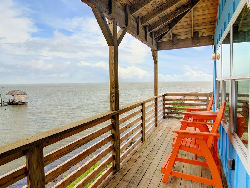 Brand New 2/2! Private fishing pier and Marina! Pool! AMAZING Views!, vacation rental in Corpus Christi