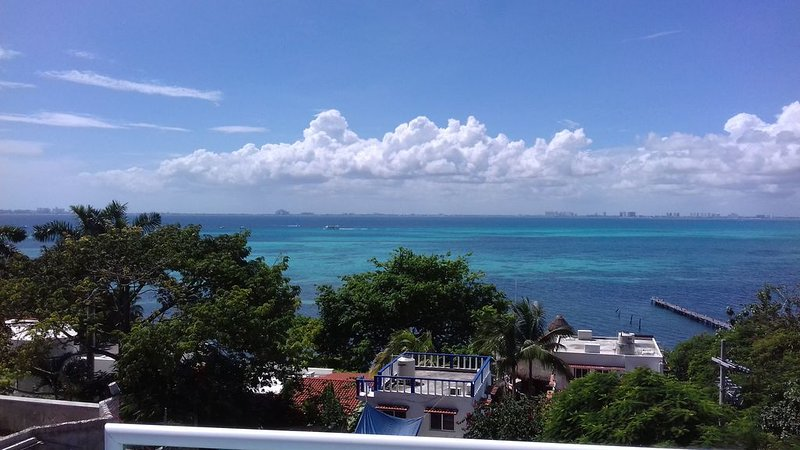 Spectacular Ocean Sunset Views From Our Rooftop Terrace, vacation rental in Playa Mujeres