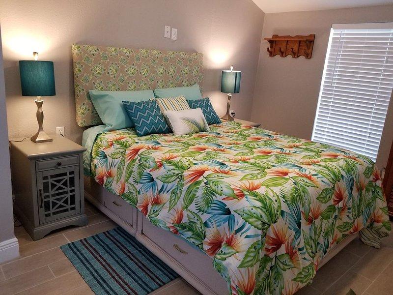 East Bedroom, queen size Sealy Posturepedic